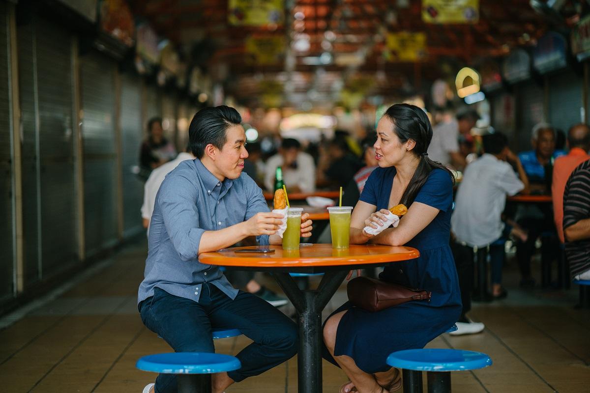 couple eating outside