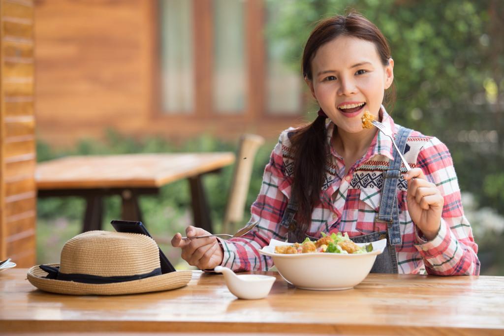 girl eating alone